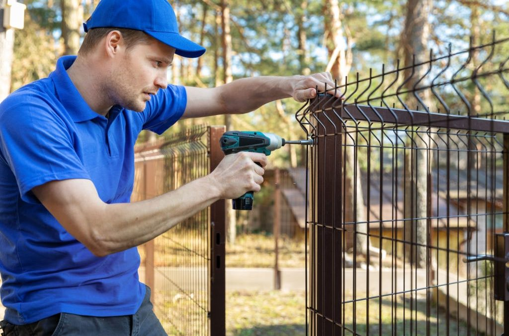 How to Choose the Right Fence Repair Services